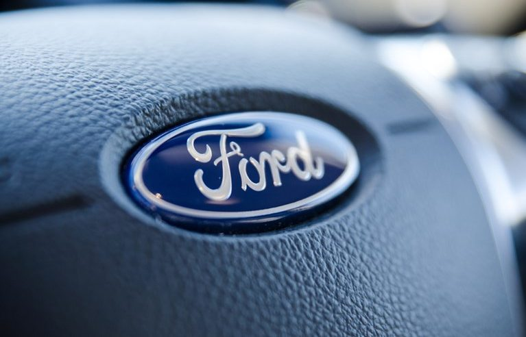 Ford and Procter & Gamble are the preferred stocks to buy during these earnings. These investors say.
